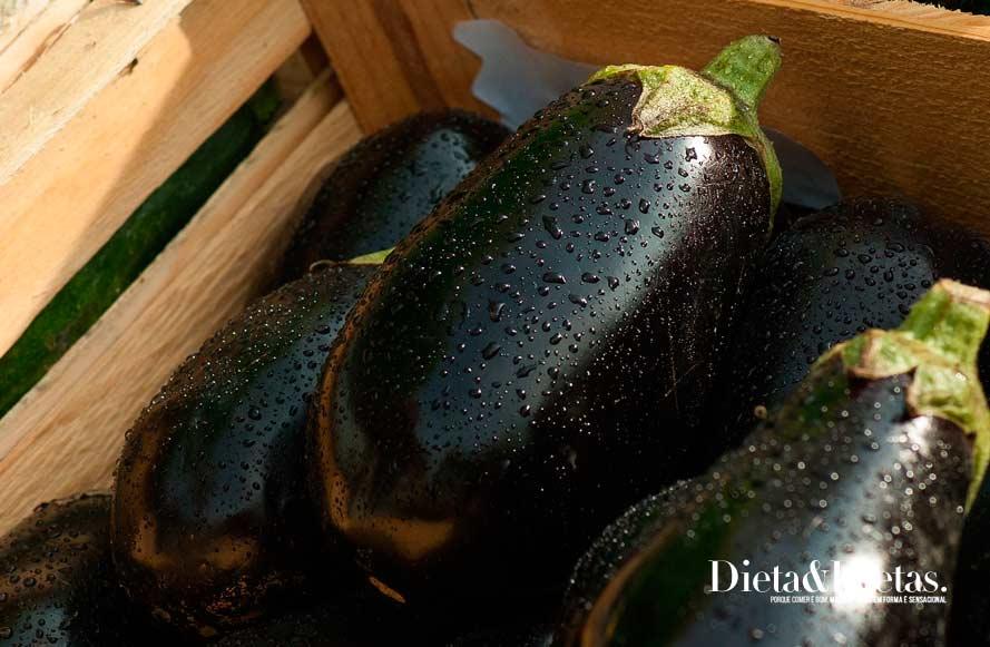 A berinjela possui cálcio que ajuda a emagrecer