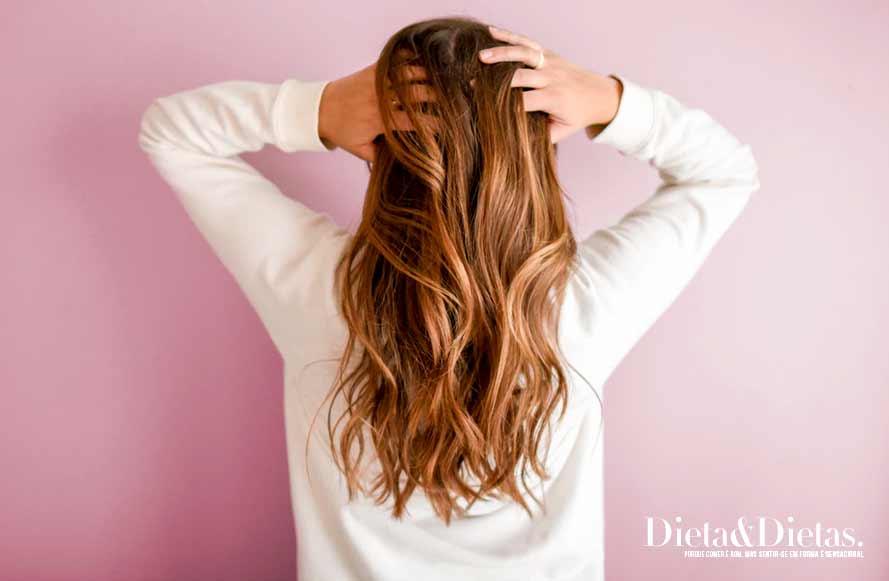 Como usar o vinagre de maçã no cabelo