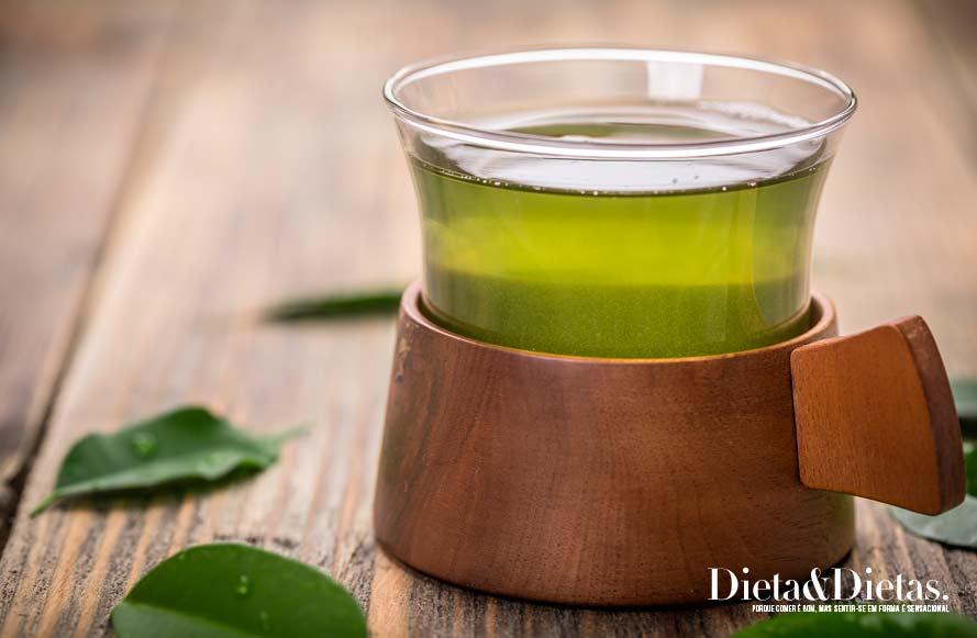 chá verde ajudar a proteger seus ossos