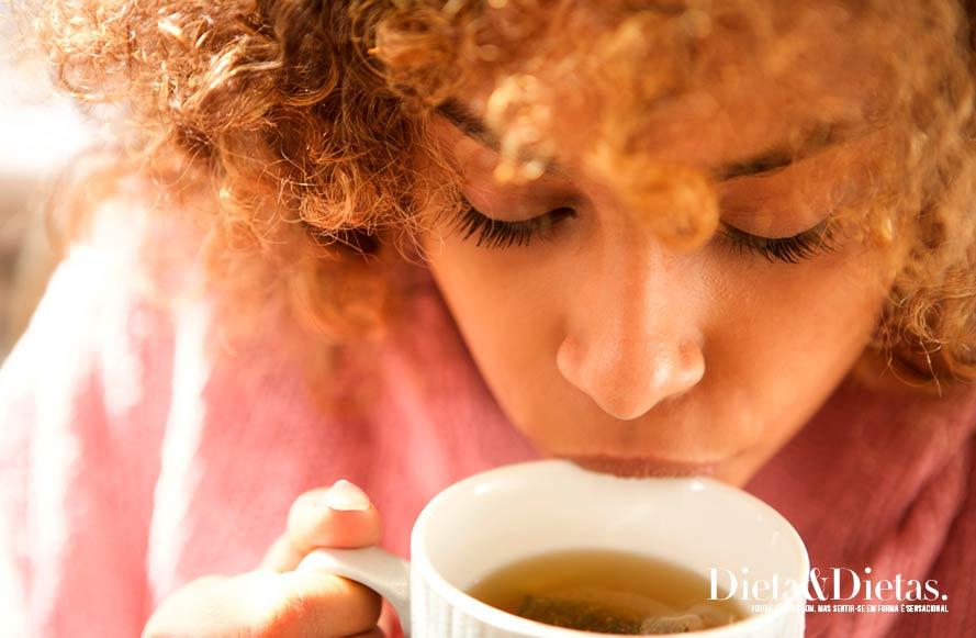 chá de capim santo Favorece a saúde das mulheres